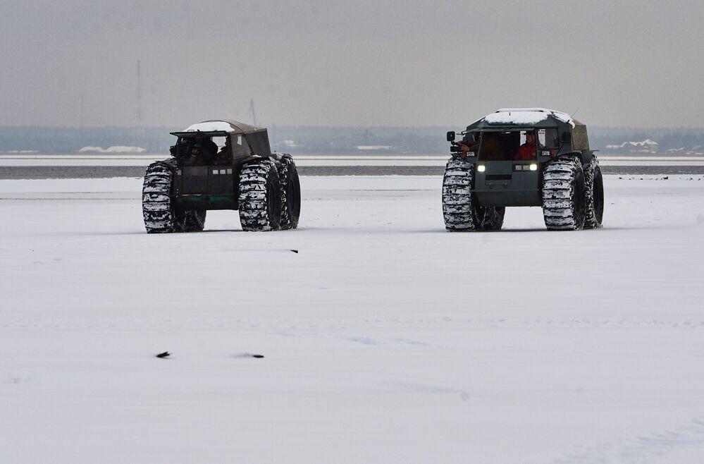 Le véhicule tout terrain russe Sherp a conquis Internet