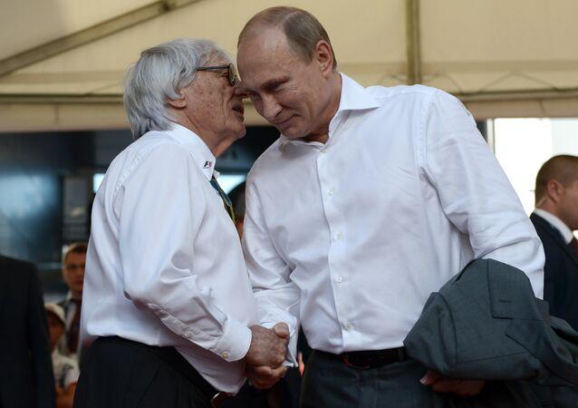 Bernie Ecclestone (à gauche) et Vladimir Poutine