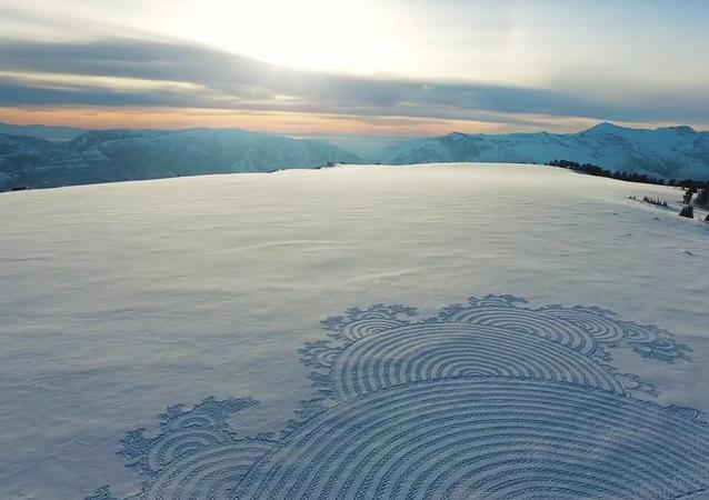 Des fresques gigantesques sur la neige
