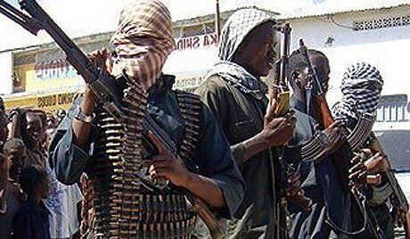 Un navire pris par des pirates coule en Somalie