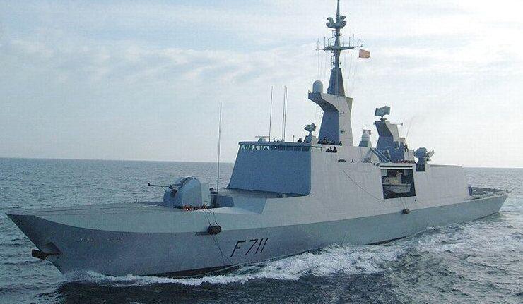 La frégate française Surcouf entre en mer Noire