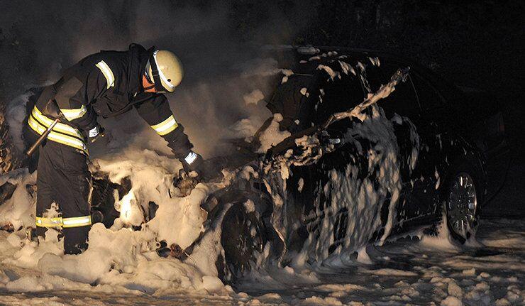 Une voiture incendiée