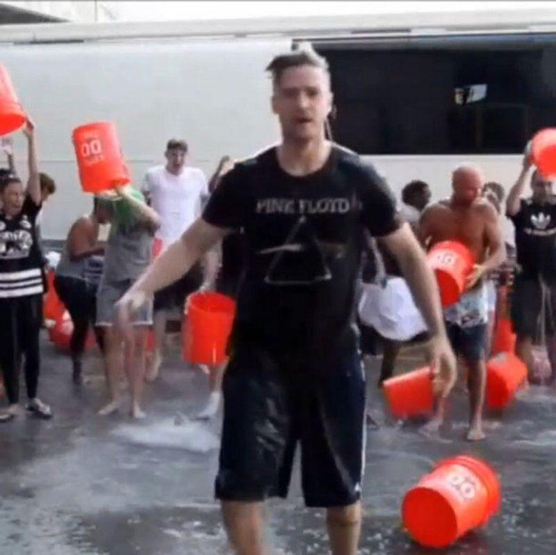 Justin Timberlake pendant le Ice Bucket Challenge.