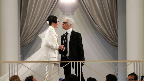 Karl Lagerfeld conseille à Kim Kardashian de ne pas se vanter de ses bijoux - Sputnik France