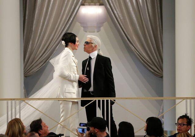 Karl Lagerfeld conseille à Kim Kardashian de ne pas se vanter de ses bijoux