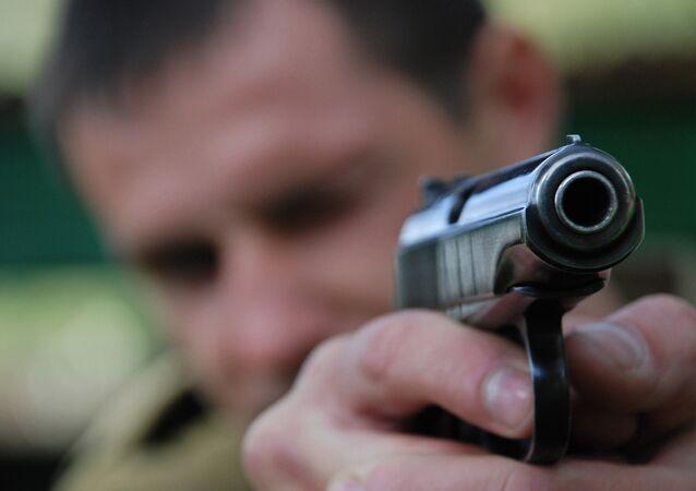 Face à l'afflux de migrants, la population tchèque s'arme