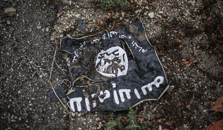 Drapeau noir de l'Etat islamique, interdit en Russie