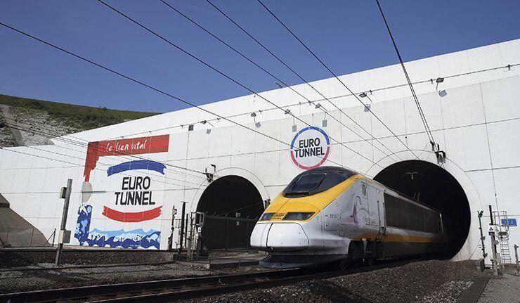 Reprise du trafic dans le tunnel sous la Manche (Eurotunnel)