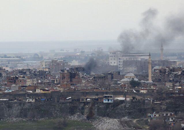 Bâtiments endommagés pendant l'opération turque dans le quartier de Sur à Diyarbakir