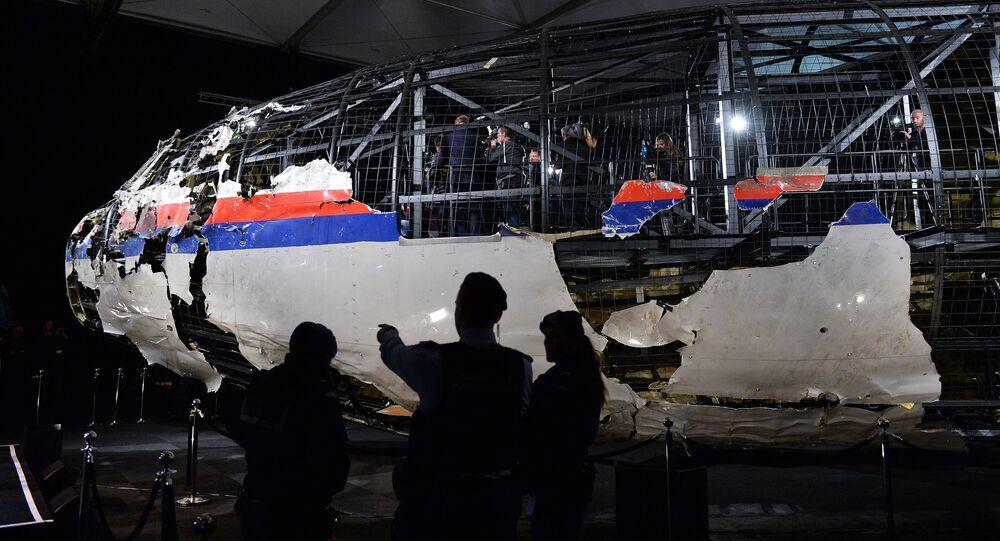 Reconstitution du fuselage du Boeing malaisien abattu dans le ciel du Donbass