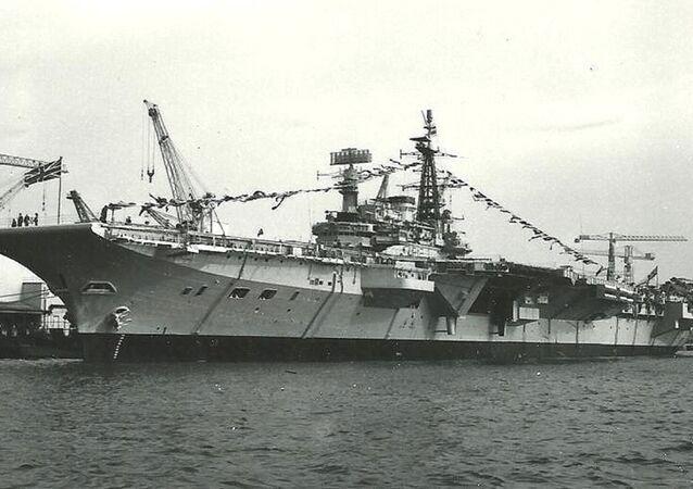 Le porte-avions britannique HMS Hermès
