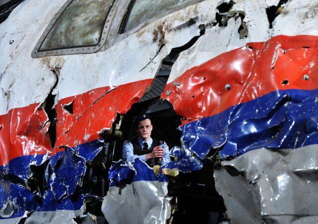 La reconstruction du crash de l'avion de ligne Boeing 777 de Malaysia Airlines (le vol MH17 ) dans l'Est de l'Ukraine le 17 Juillet 2014, au la base militaire Gilze-Reyen aux Pays-Bas