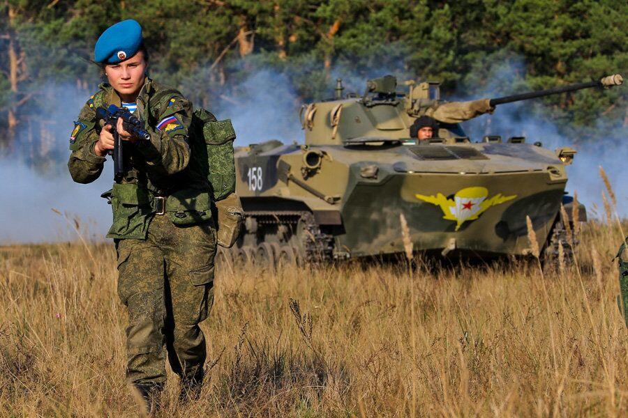 Les femmes des troupes aéroportées russes sur le terrain