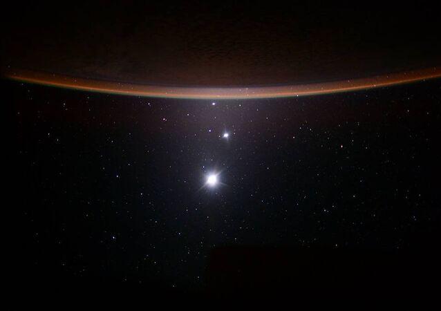 Un défilé de planètes vu depuis l'ISS