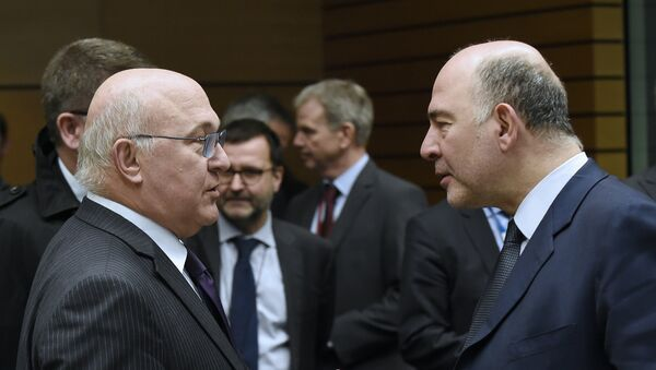 European Union Economic and Financial Affairs, Taxation and Customs Commissioner Pierre Moscovici (R) speaks as he gestures with French Finance Minister Michel Sapin (L) during an Eurogroup meeting at the headquarters in Brussels, on March 7, 2016 to defuse a bitter rift between top EU and IMF officials over how strictly to hold Greece to the ambitious reform commitments made as part of its bailout. - Sputnik France