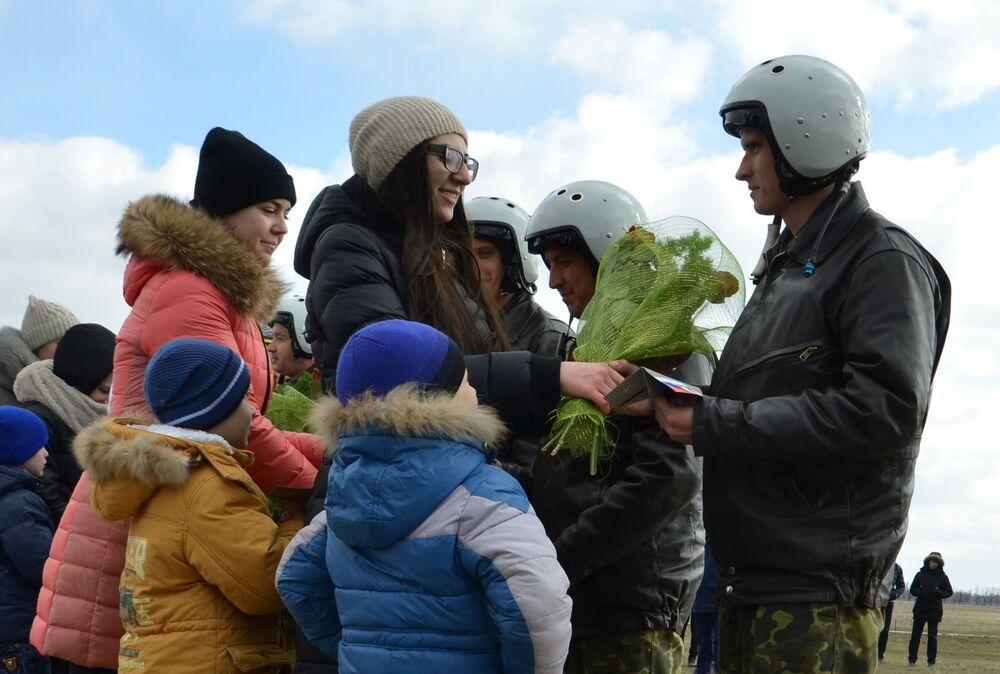 L'accueil des pilotes des forces aérospatiales russes de retour de Syrie
