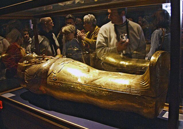 Le sarcophage d'or de Toutankhamon