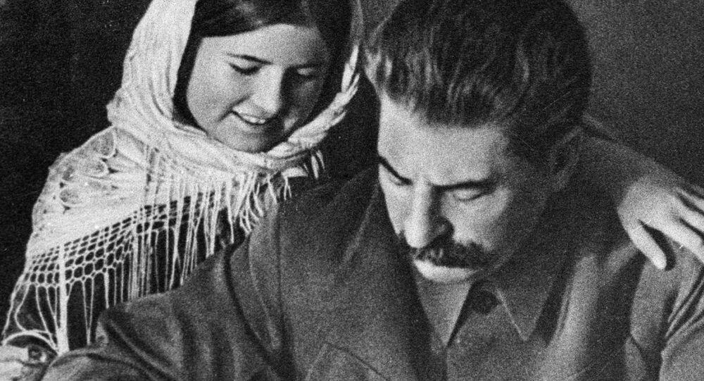 Joseph Staline et une fille