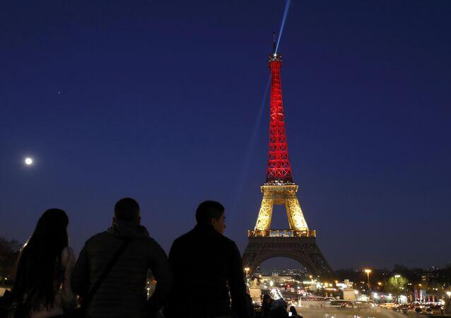 Pourquoi la tour Eiffel n'arborera pas les couleurs du Pakistan