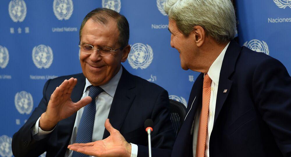 Le chef de la diplomatie russe Sergeï Lavrov et son homologue américain John Kerry