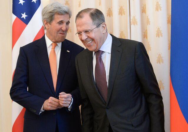 Quand Kerry et Lavrov se rencontrent, c'est pour parler sérieux. Mais les deux ministres des affaires étrangères savent aussi dédramatiser.