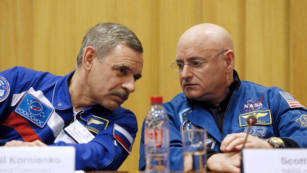 Scott Kelly et Mikhail Kornienko - Sputnik France