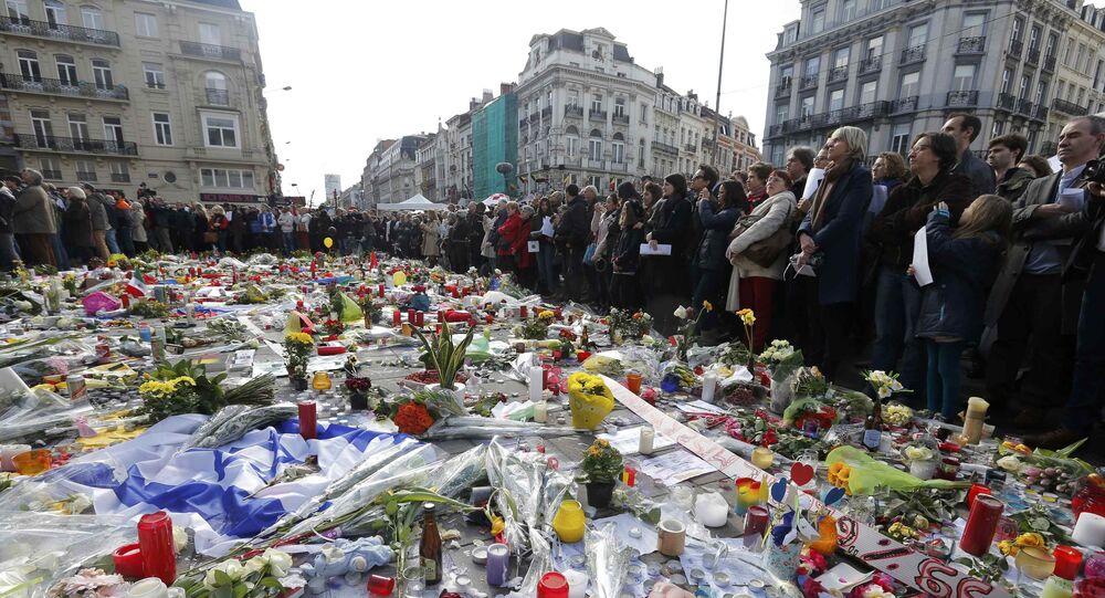 Les Belges réunis au centre de Bruxelles en hommage aux victimes