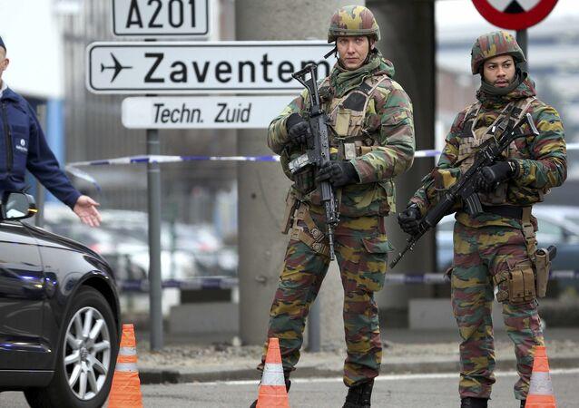 Des soldats belges en patrouille à Bruxelles
