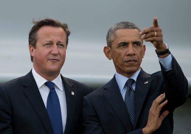 Barack Obama et à David Cameron