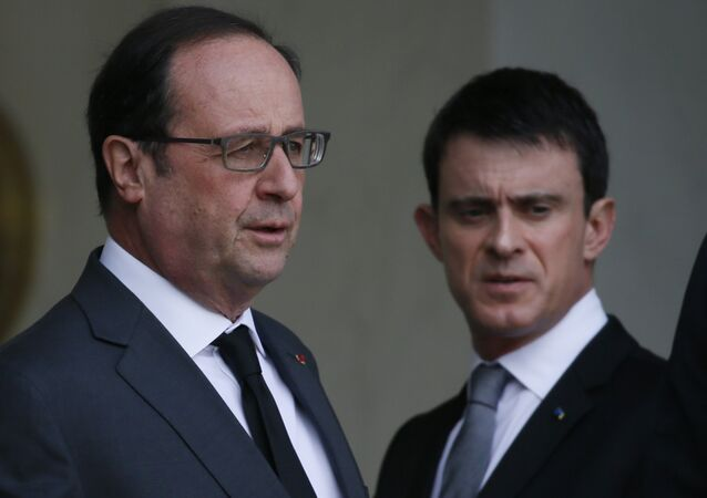 French President Francois Hollande (L) and Prime Minister Manuel Valls talk after a meeting about blasts in Brussels at the Elysee Palace in Paris, France, March 22, 2016.