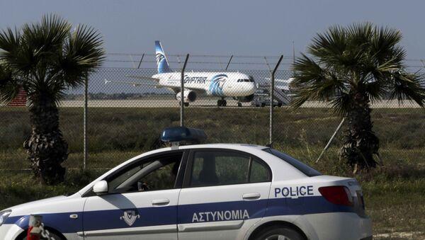 Entführtes Flugzeug der Gluggesellschaft EgyptAir am Flughafen Larnaca - Sputnik France