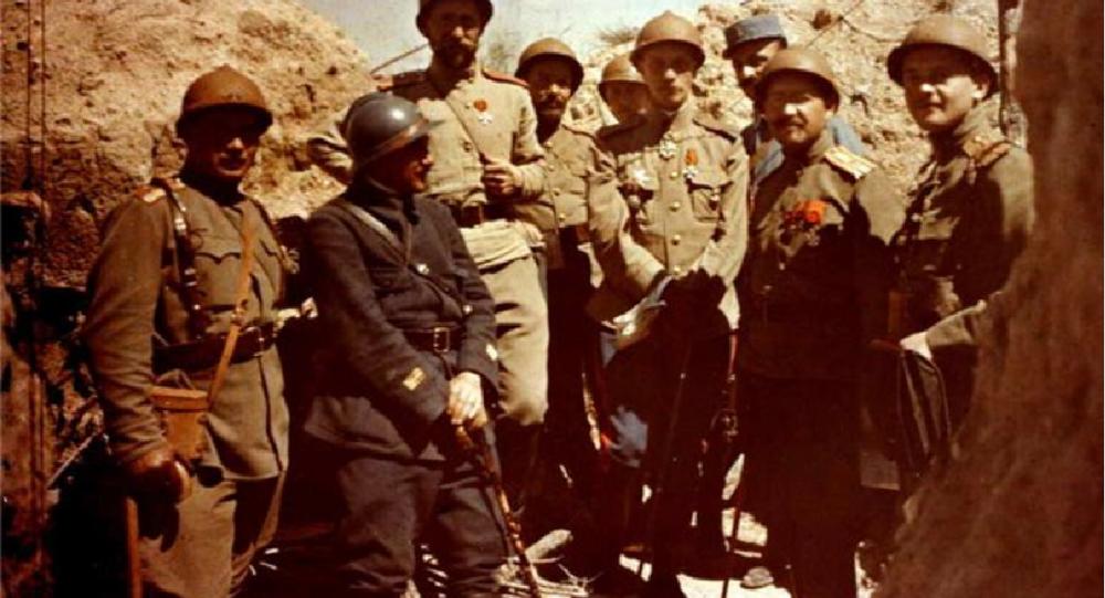 Le général N. Lokhvitski inspecte les positions en compagnie d'officiers russes et français, été 1916 en Champagne