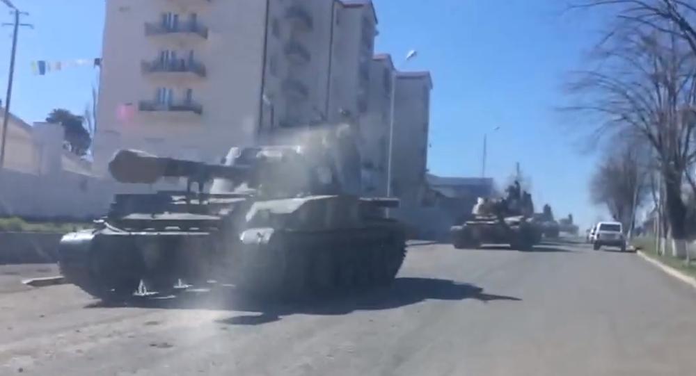 Haut-Karabakh: des automoteurs d'artillerie dans les rues de Stepanakert