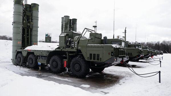 Des systèmes de missiles sol-air S-400 Triumph - Sputnik France