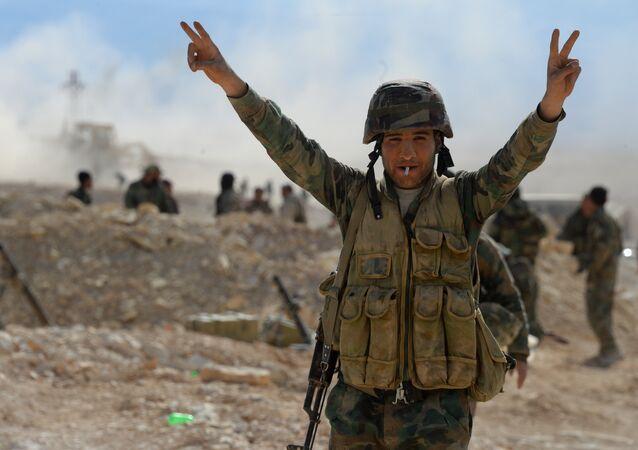 Un militaire syrien à Al-Qaryatayn