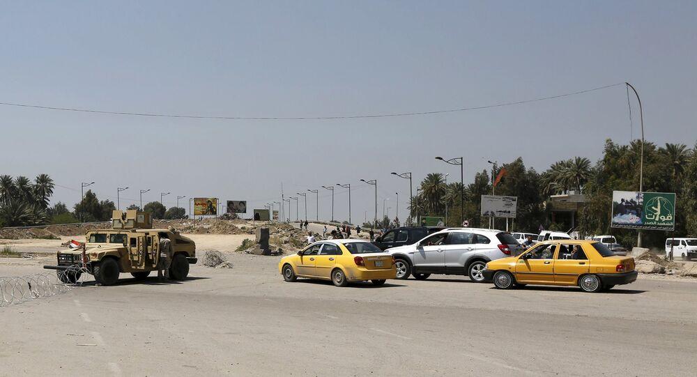 Les forces de sécurité irakiennes près du site d'un attentat suicide, 4 avril 2016.
