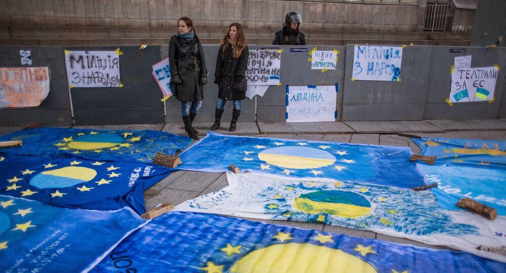 L'UE accorde l'exemption de visa pour l'Ukraine, le site de demande de passeport explose