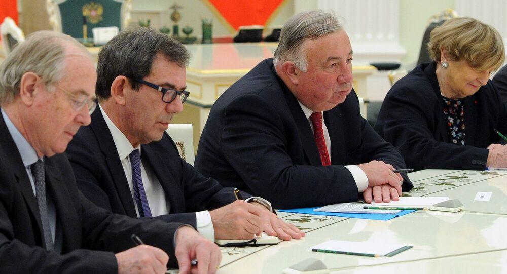 Poutine rencontre le président du Sénat français au Kremlin