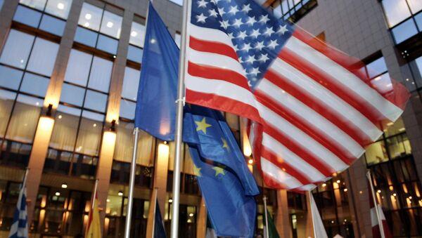 le drapeau des États-Unis et de l'Union européenne - Sputnik France