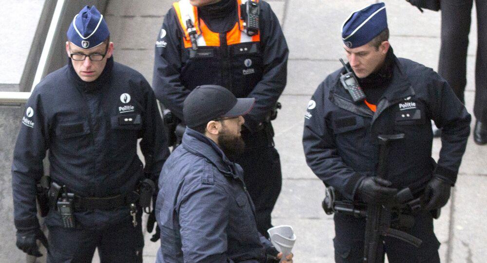Bilal El Makhoukhi (au centre) à Anvers