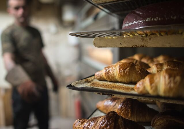 Crime absurde: un boulanger parisien tire sur un client et s'enfuit en scooter