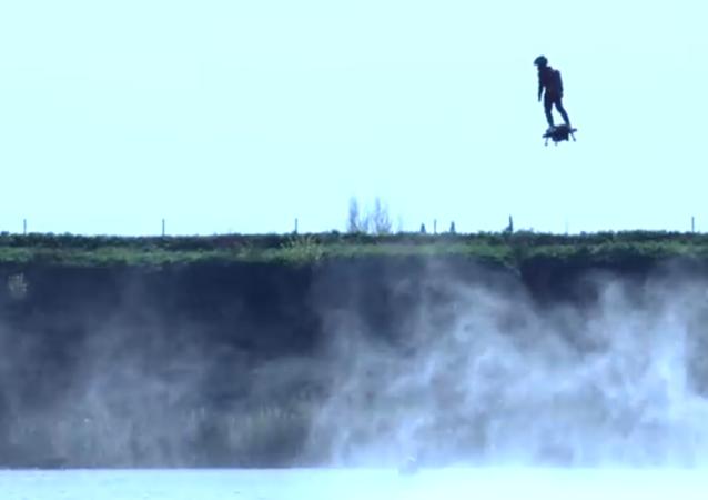 Un prototype de hoverboard essayé en France