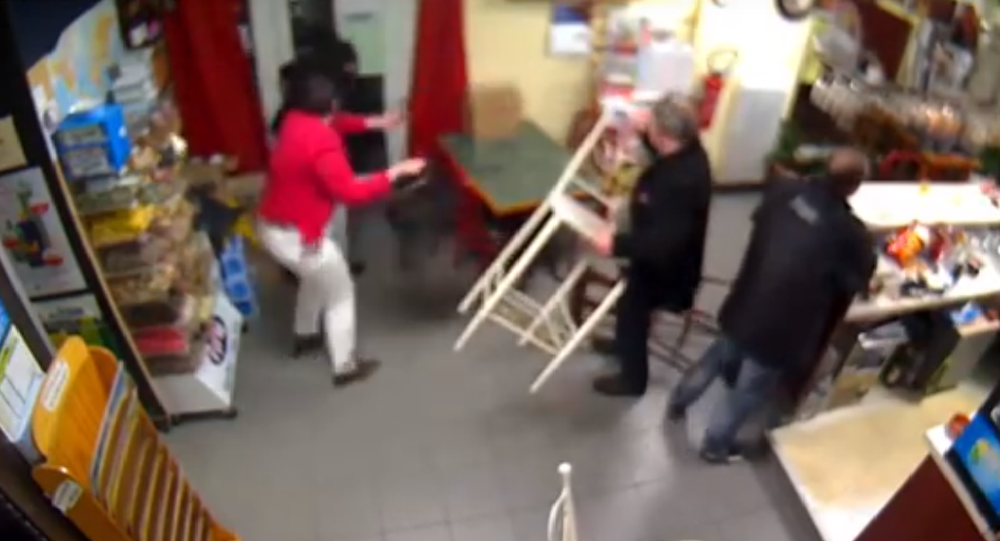 L'incroyable courage d'une patronne d'un bar, en Normandie