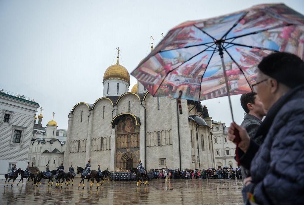 La cérémonie de relève de la garde du Régiment du Kremlin