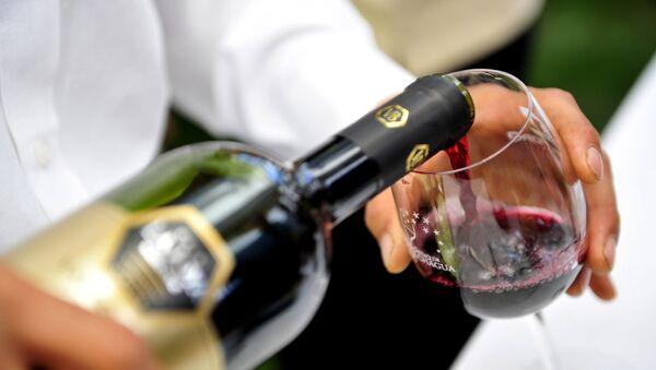 En Italie, une fontaine distribuera… du vin rouge quotidiennement! - Sputnik France
