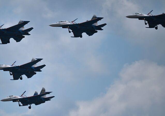 La répétition de la parade de la Victoire de l'aviation russe