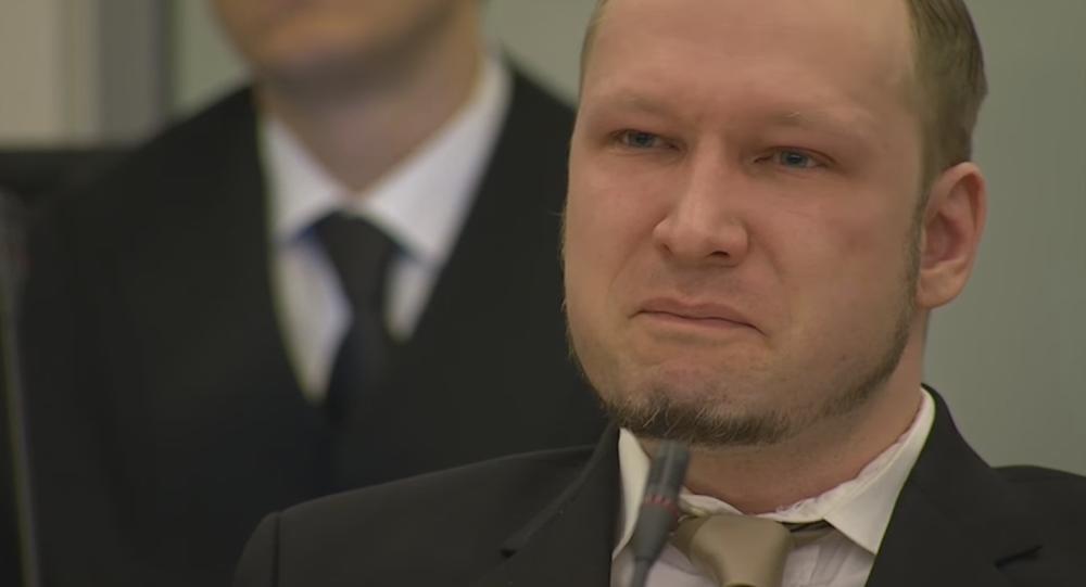 Anders Breivik pleure devant le tribunal