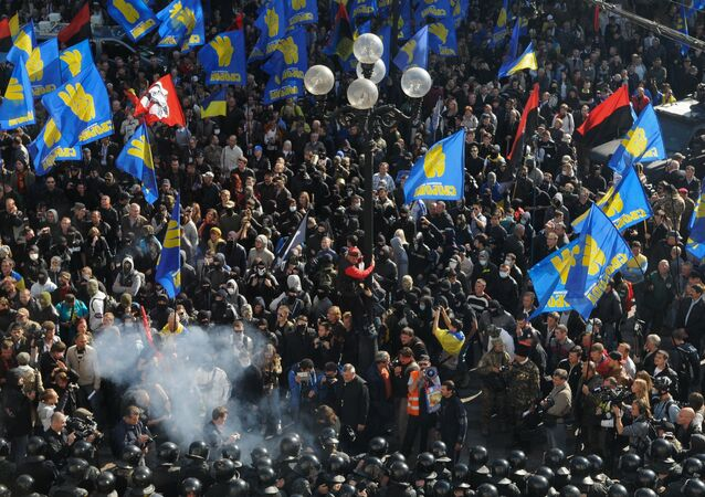 Affrontements entre la police et les manifestants devant le siège du parlement ukrainien