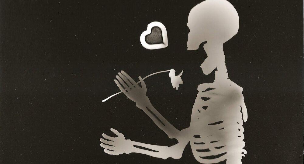 un squelette heureux