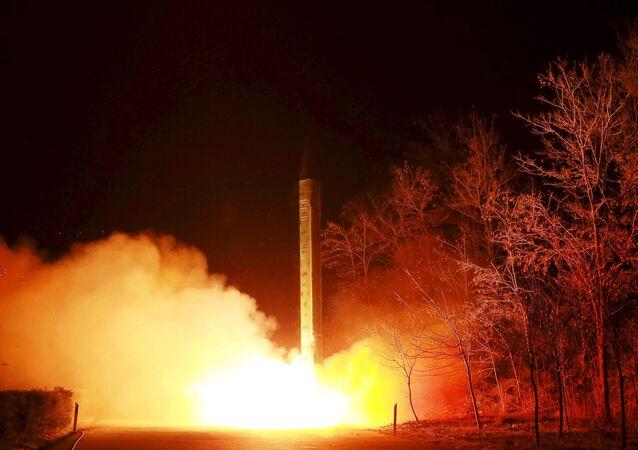Lancement d'une fusée balistique des forces stratégiques nord-coréennes